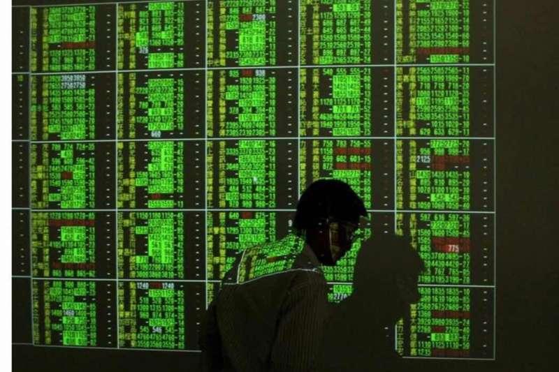 圖一、台灣股市受疫情影響一片慘綠,投資人哀鴻遍野。(圖/Sohu)