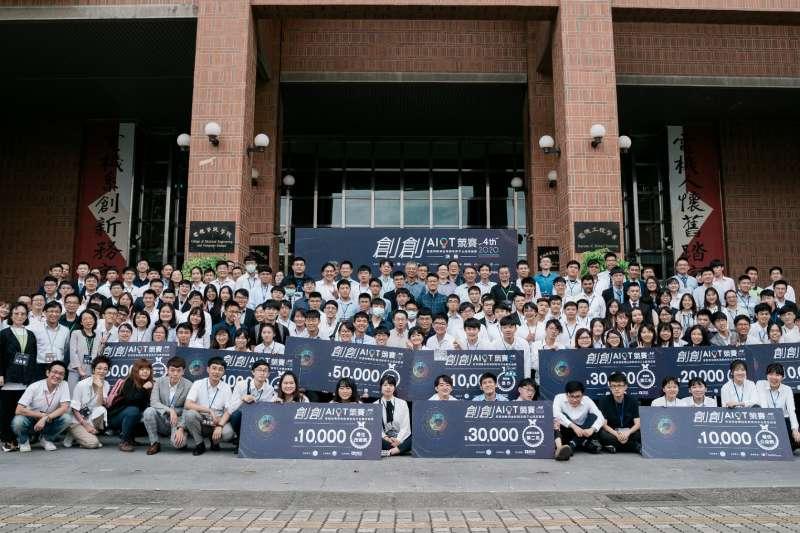 第四屆「創創AIoT競賽」共吸引全臺35校超過120組隊伍報名,決賽當日評選最後入選的33支隊伍,角逐總獎金40萬元大獎。(圖/安馳科技提供)