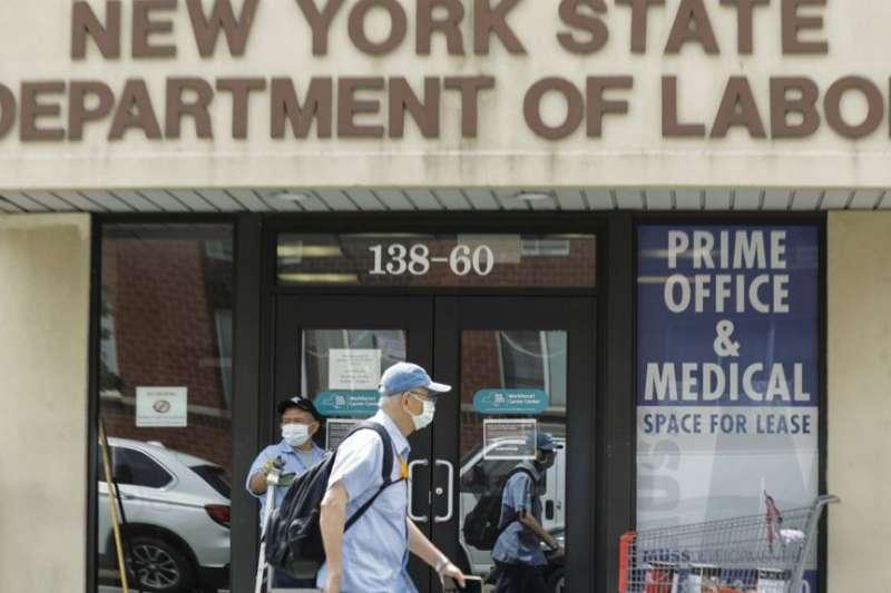 紐約市皇后區紐約州勞工局辦公室。(美國之音)