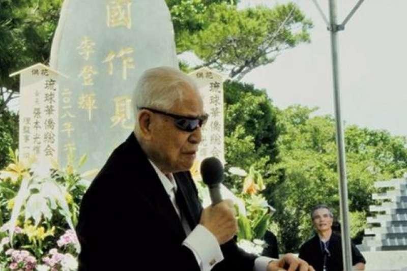 李登輝在2018年時赴日本沖繩參加陣亡士兵的慰靈祭,替自己題字的慰靈碑揭幕致詞。(BBC中文網)