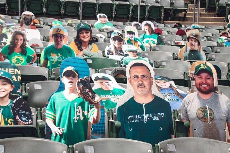 2020年7月15日,美國職棒大聯盟(MLB)奧克蘭運動家隊 (Oakland Athletics)主場座位上擺滿「紙片人」。(AP)