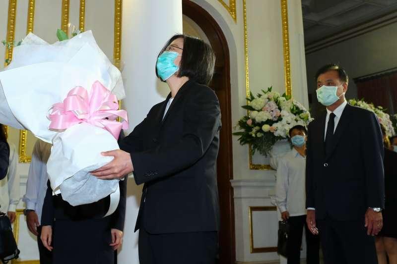 總統蔡英文1日上午赴台北賓館,弔唁前總統李登輝。(中央社提供)