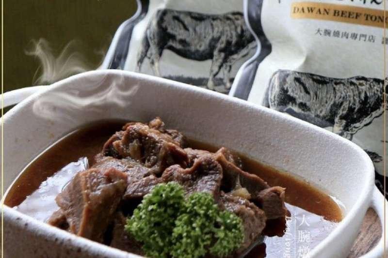 台灣虎航特別與榮獲米其林一星的頂級燒肉-大腕燒肉合作,讓旅客能在高空中享用香濃甜嫩、口感厚實的燉牛舌套餐。(圖/台灣虎航提供)