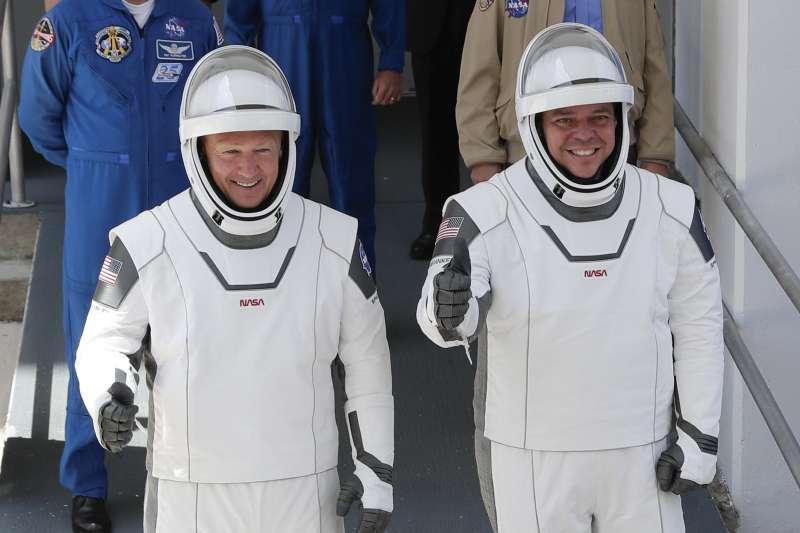 NASA太空人貝恩肯(右)與赫利(美聯社)