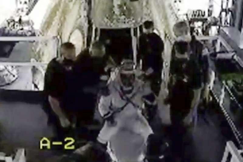 NASA太空人赫利離開天龍乘員號(美聯社)