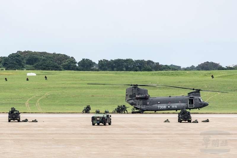 陸軍司令部官方臉書今(3)日發布關於CH-47SD的圖文,介紹這款直升機及其隸屬的單位。(軍聞社提供)