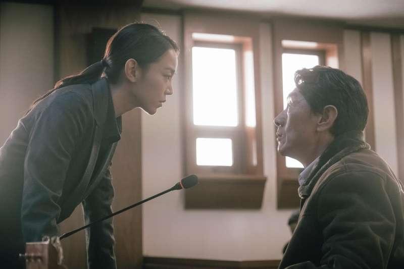 韓國燒腦片《翻供》以女性角度訴說「馬格利米酒毒殺案」,顯露劇中男性貪婪面貌