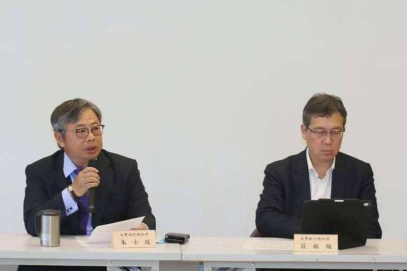 朱士廷(左)和莊銘福(右)說明永豐金今年的營運策略主軸。(柯承惠攝)