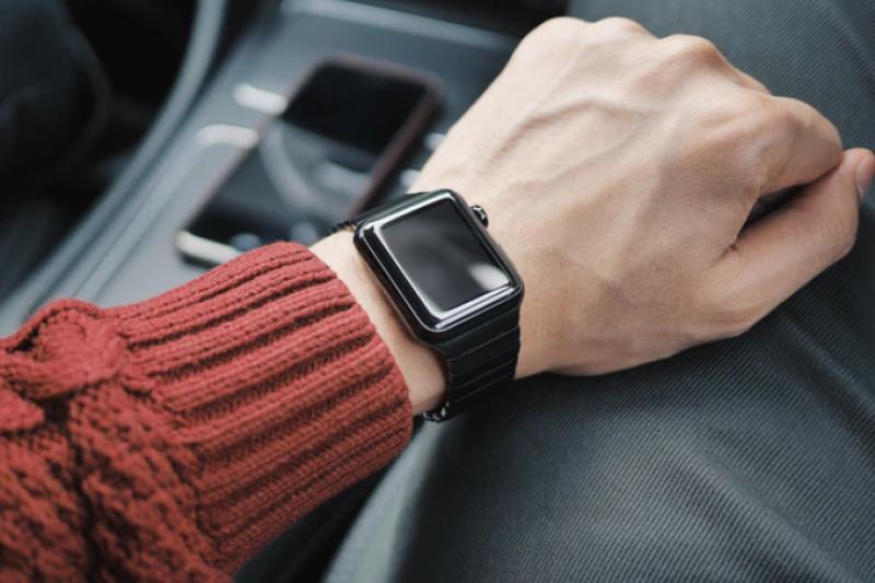 蘋果公司發布的 iOS 14.5包含幾項重要更新,例如戴口罩時可使用Apple Watch解鎖iPhone,以及提供App追蹤控制項目與透明度。(圖片來源:unsplash)