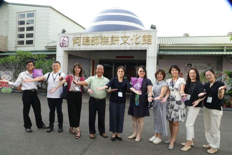 經濟部商業司帶著產學合作、商機對接的資源,走訪中臺灣曾獲SIIR補助的優秀業者。(圖/商業司提供)