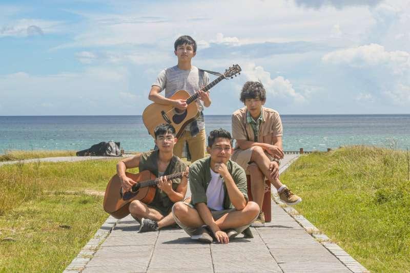 高雄流行音樂中心「LIVE WAREHOUSE」8月排出超強表演陣容,圖為此次表演樂團之一,民謠搖滾樂團「理想混蛋」。(圖/高雄流行音樂中心提供)