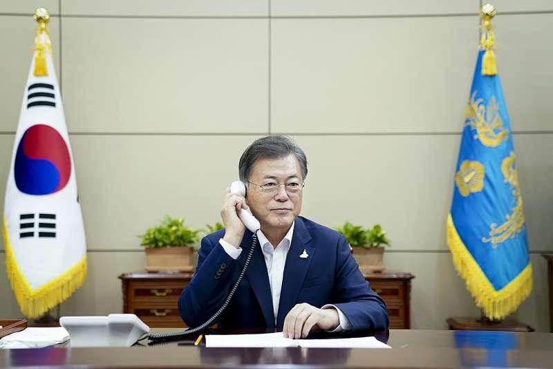 南韓總統文在寅與紐西蘭總理雅頓通電話(AP)