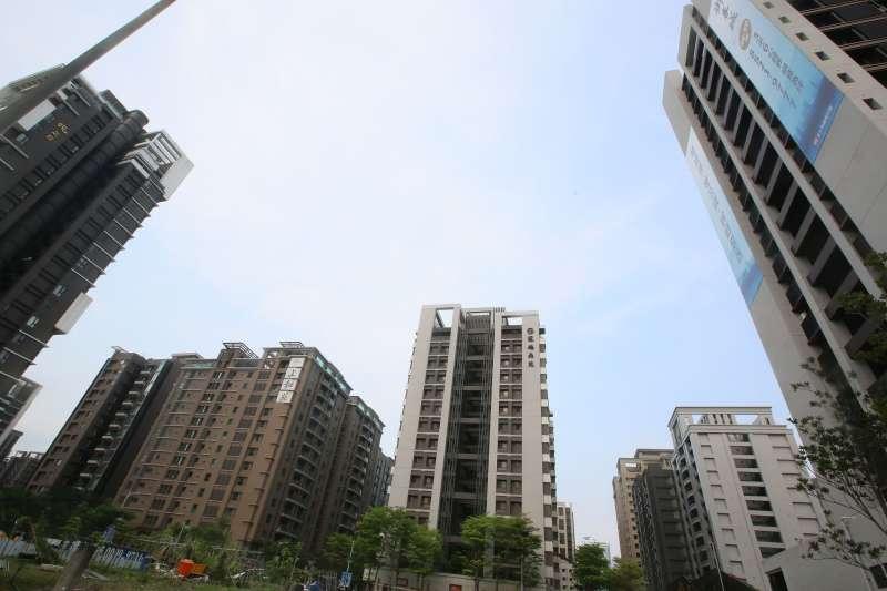 房產專家對新莊副都心抱持樂觀態度,並指出隨著生活機能逐步到位,價格也逐漸修正。(柯承惠攝)