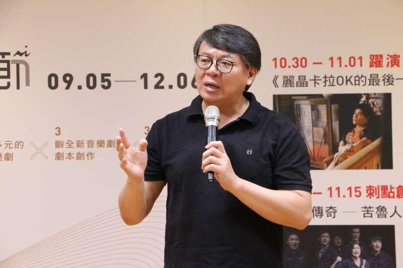 台南人劇團藝術總監呂柏伸老師說明活動選劇條件及台灣現今劇場生態。(圖/新北市文化局)