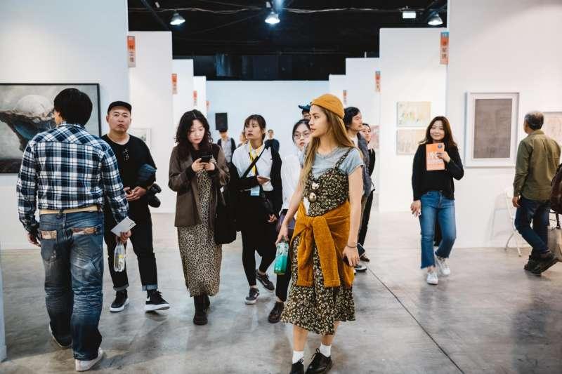 高雄漾藝術博覽會是專為青年獨立藝術創作者所規劃的藝術博覽會。(圖/高雄市政府文化局提供)