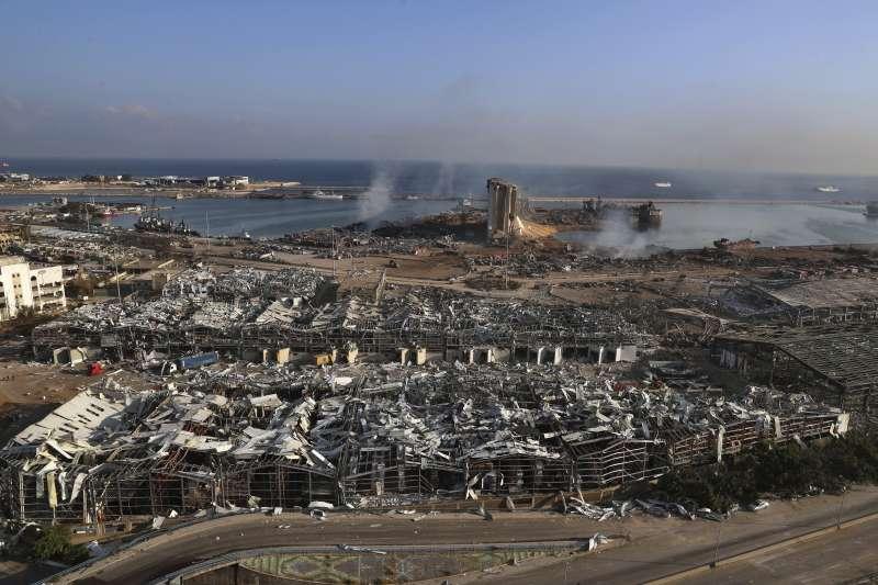 黎巴嫩首都貝魯特港口4日發生大爆炸,現場淪為一片廢墟(美聯社)