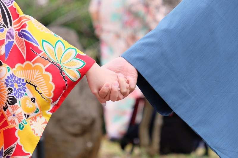 日本、情侶、和服(Pixabay)