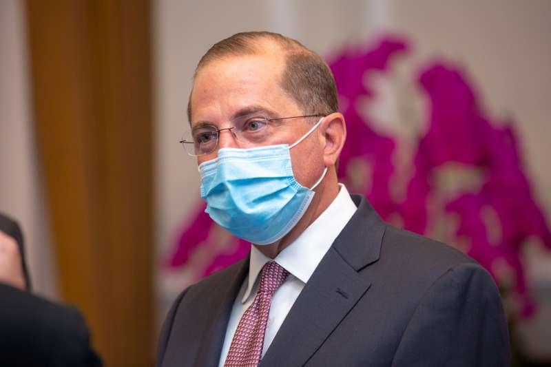 美國衛生部長艾薩(見圖)訪台,10日在總統府發表談話時,被國民黨指控在第一時間以「習總統」稱呼總統蔡英文。(取自總統府flickr)