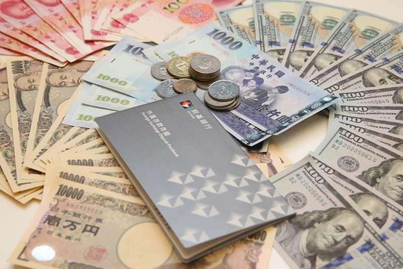 近日全球疫情再起,金融市場動盪不安,也帶動民眾理財的風險意識。凱基銀行建議可趁近期新台幣強升之際,外幣相對便宜,分批酌量增持。(圖/凱基銀行提供)