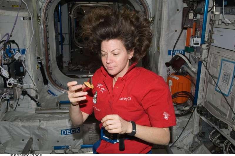 太空人在太空中需要承受多重壓力,因此食物對他們來說有療癒作用。(圖/食力foodNEXT提供)