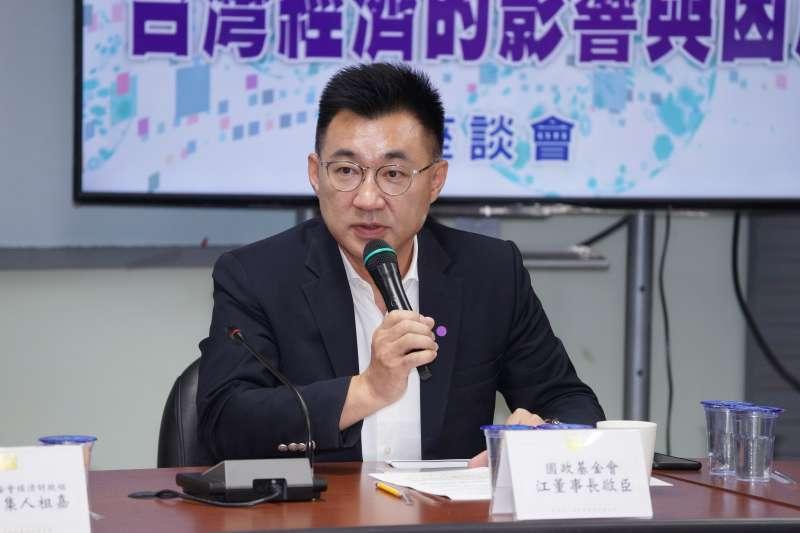 20200810-國民黨主席江啟臣、國民黨中央委員連勝文出席「新冠疫情對全球與台灣經濟的影響與因應座談會」。(盧逸峰攝)