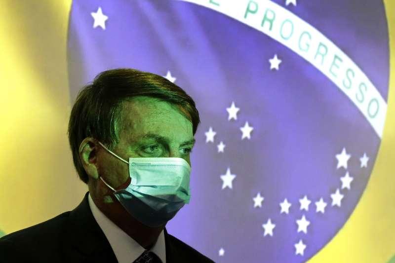 巴西新冠肺炎疫情居高不下,圖為總統博索納羅。(AP)