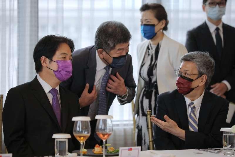 20200811-我方人員戴上不同顏色的口罩出席宴席。(總統府提供)