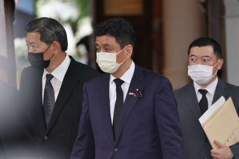 20200811-日本政要團9日前往台北賓館弔唁李前總統,圖為眾議員岸信夫。(盧逸峰攝)