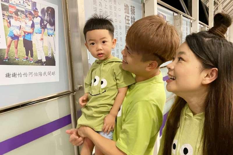 蔡桃貴機捷2歲生日展,是危機還是轉機呢?(圖/取自蔡阿嘎粉專)