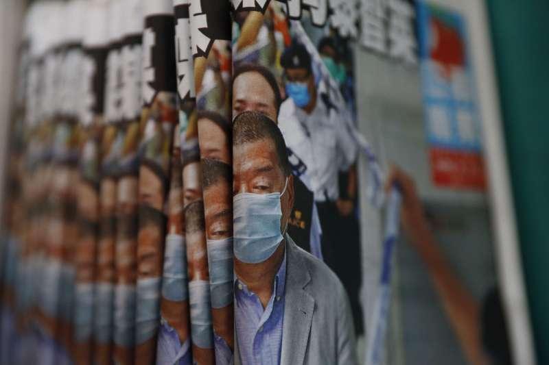 2020年8月11日,香港警方逮捕黎智英、大搜《蘋果日報》之後,《蘋果日報》大賣(AP)
