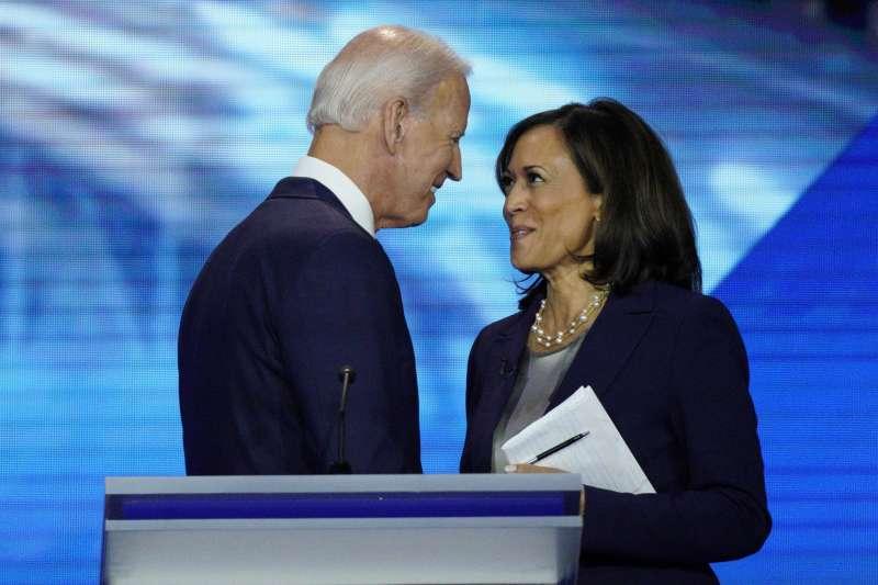 民主黨總統候選人拜登11日終於決定由加州參議員賀錦麗出任其副手人選。(圖/美聯社)