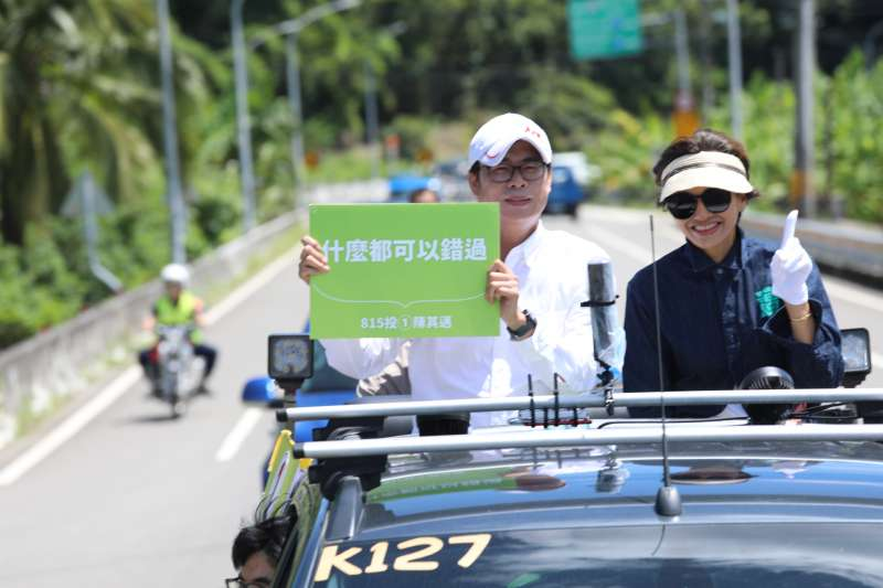民進黨高雄市長候選人陳其邁,前往甲仙、杉林進行車隊掃街全力衝刺。(圖/陳其邁競選總部提供)