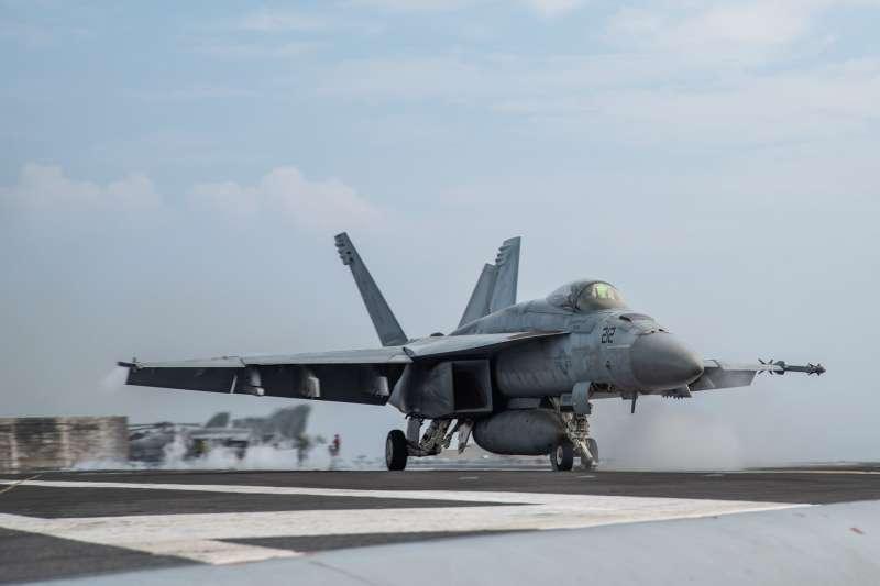 美軍雷根號航空母艦(CVN-76)甲板上的F/A-18超級大黃蜂。(雷根號臉書)