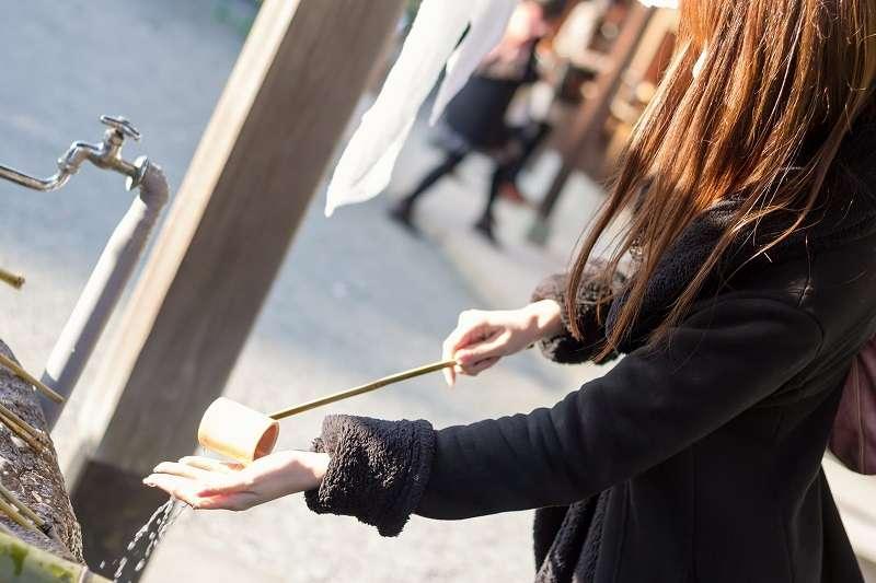 日本神社入口的這個地方,到底該怎麼做才對?(圖/pakutaso)