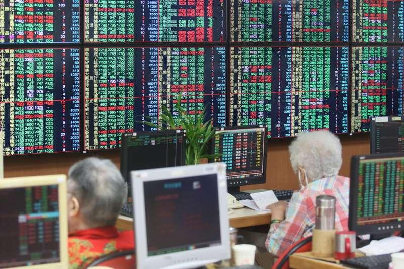 本次MSCI季度調整,以「MSCI全球新興市場指數」觀察,此次權重調升最多之國家為印度,權重增加了0.81%;而調降的部分,本次權重調降最多之國家為台灣,權重被下調0.33%。(新新聞資料庫)