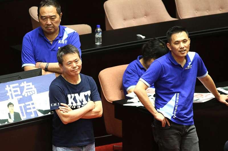 藍營內以林為洲(左)為首的策略派強調廢考監,有利藍營2022年選戰動員。(柯承惠攝)