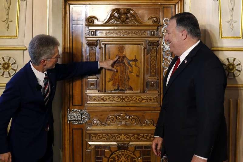 美國國務卿龐畢歐與捷克參議院議長韋德齊(AP)