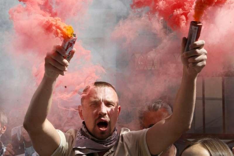8月14日,烏克蘭首都基輔民眾聲援白俄羅斯近日示威抗議行動(美聯社)