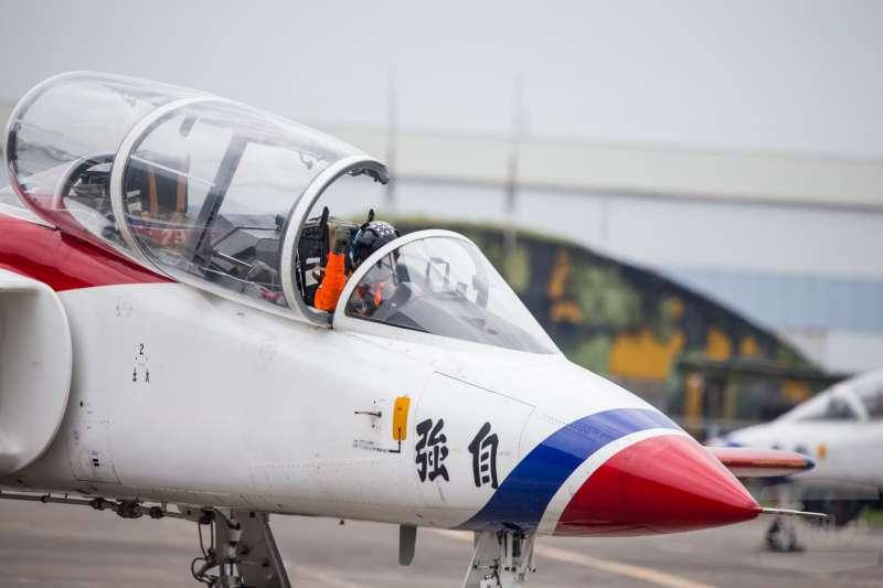 20200817-空軍「雷虎小組」特技飛行畫面曝光,圖為AT-3自強號高級教練機。(取自軍聞社)