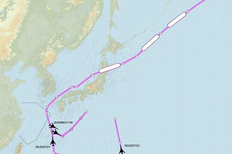 美軍多架B-1B於18日再度現身西太平洋空域,並在中國的「東海防空識別區」與台灣附近空域巡弋。(翻攝推特)