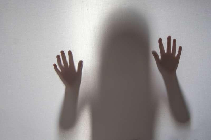 巴西每天平均有6至10名的未成年少女遭強暴後懷孕,這個現象也造成當地「墮胎」的人數不斷上升(示意圖/取自pakutaso)