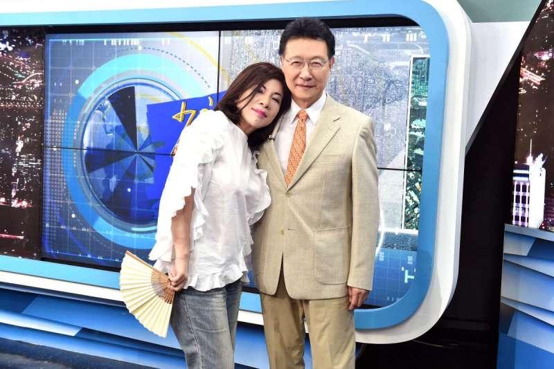 資深媒體人陳文茜(左)在臉書發文,祝福回歸政壇的好友、《中廣》董事長趙少康(右)。(資料照,《TVBS》提供)