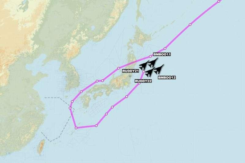 四架美國空軍的B-1B戰略轟炸機、兩架B-2匿蹤轟炸機、4架F-15C戰機17日在東海上空執行任務。(翻攝Aircraft Spots推特)