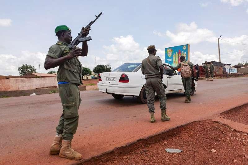 馬利政治動盪:遭軍方押走的總統凱塔宣布下台(AP)