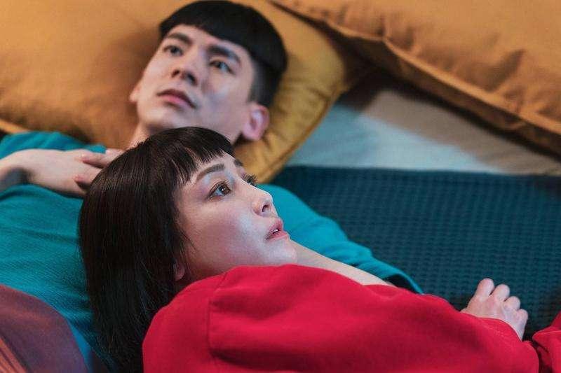 電影《怪胎》講述兩個患有嚴重強迫症的男女,相遇後發展出的愛情故事。(圖/取自方格子)