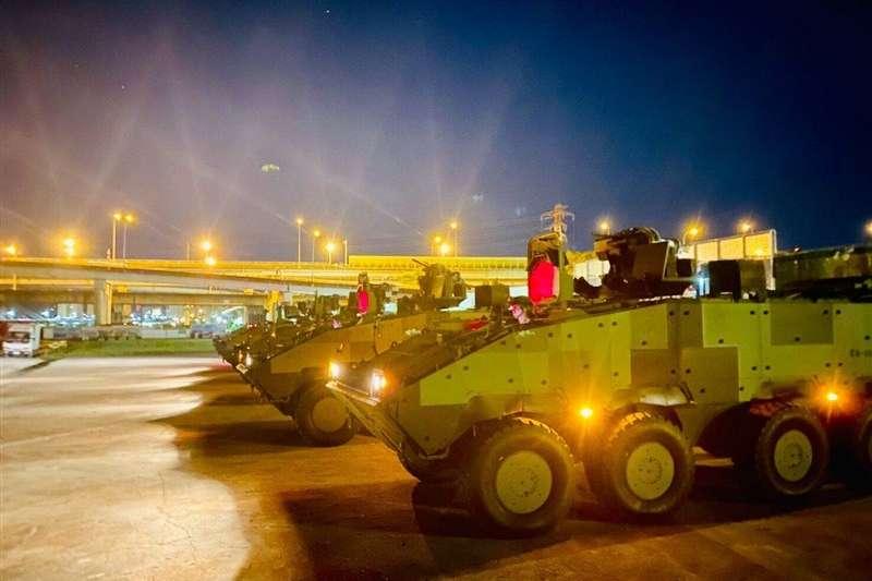 憲兵202指揮部裝步239營18日凌晨就進行夜間戰術機動演練,以具體行動展現拱衛國家中樞戰力。(取自青年日報)