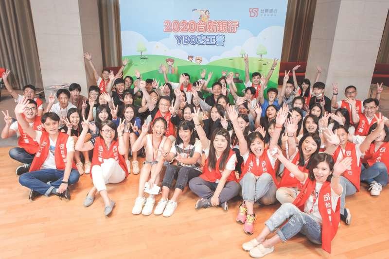 台新銀行「YBO志工營」透過充實的志工訓練課程,培育青少年學科外的核心素養及多元發展與服務關懷精神,同時體會擔任志工的意義與內涵。(台新銀行提供)