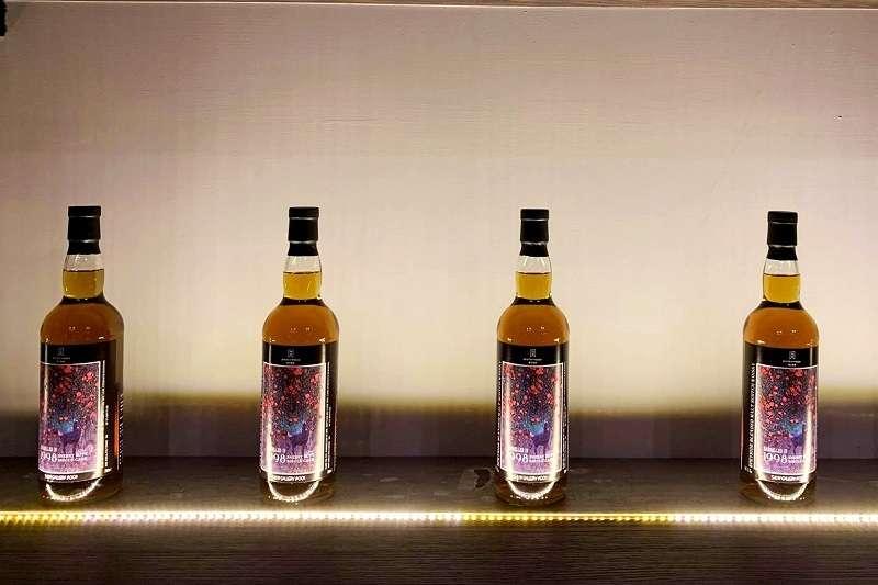 酒心智庫日前推出S&W Gallery台灣藝術家聯名系列第一款產品,與畫家陳俐維合作。(圖/柯翎肇攝)