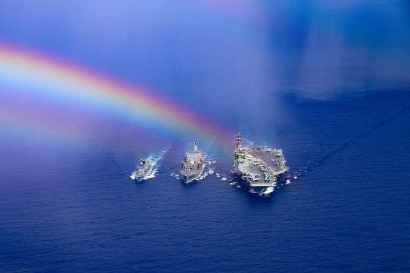 根據日本自衛隊公布的資料,美軍雷根號航空母艦15日到18日在沖繩以南海域與自衛隊進行共同演練。(日本海上自衛隊)