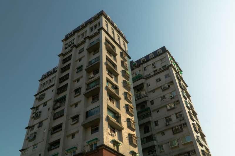 高樓最怕電梯損壞,維修或後期保養需要住戶額外平均分擔費用,這筆支出不容小覷。(圖/unsplash)